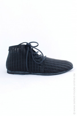 Perforated lace-up shoes