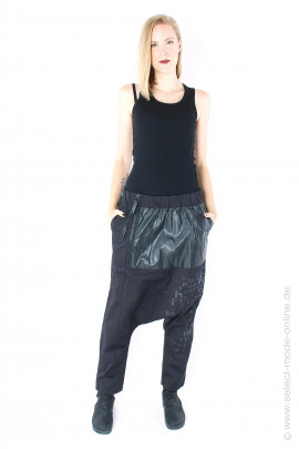 Pants made of a mix of materials - black
