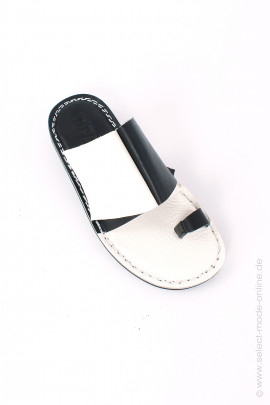 Sandals in black and white